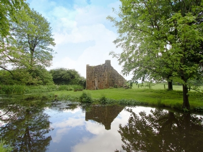 Tullibole Castle Longhouse Kinross Reviews And Information